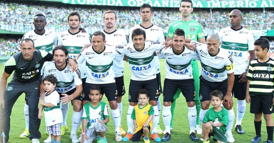Jogadores o Coritiba perfilados para o último jogo de Alex como profissional