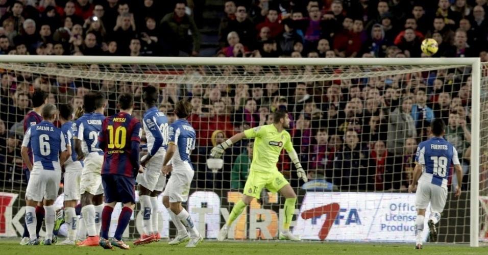 Messi acerta do travessão do Espanyol em jogo válido pelo Campeonato Espanhol