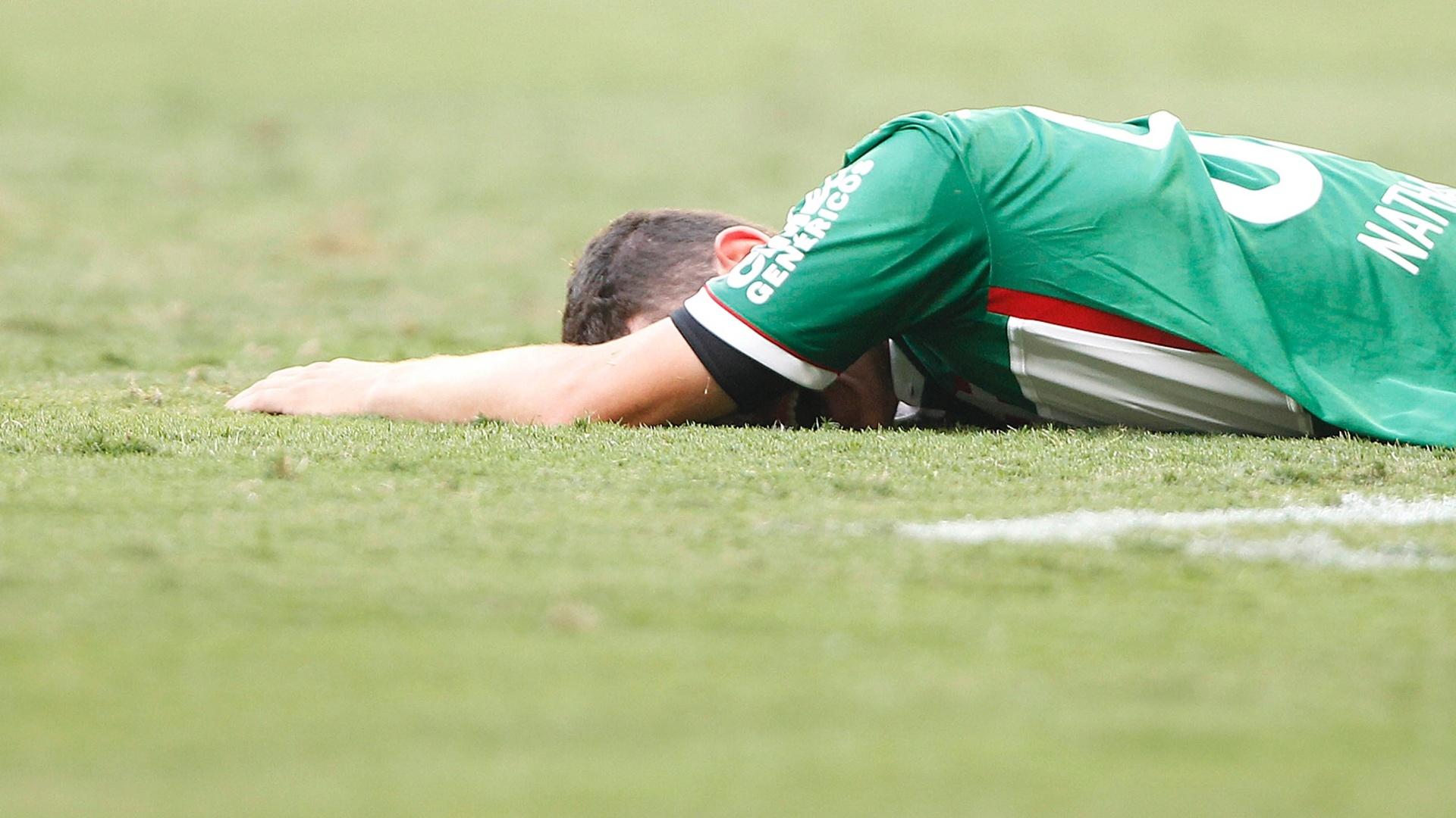 Nathan sente lesão e é substituído