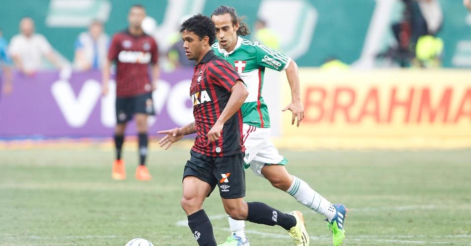 Valdívia acompanha de perto jogador do Atlético-PR