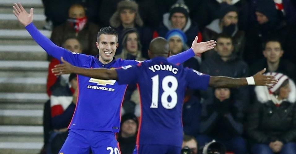 Van Persie sorrir após um de seus dois gols para o M. United contra o Southampton