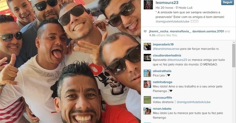 Léo Moura se reuniu com os amigos, que formam o time de futebol