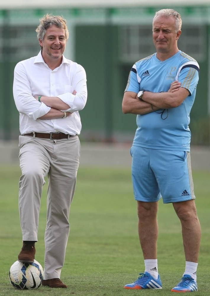 Paulo Nobre, presidente do Palmeiras, ao lado de Dorival Júnior