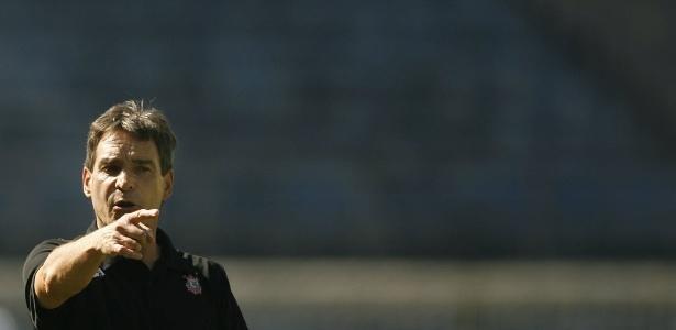 Carpegiani assume o Coritiba na vice-lanterna do Campeonato Brasileiro
