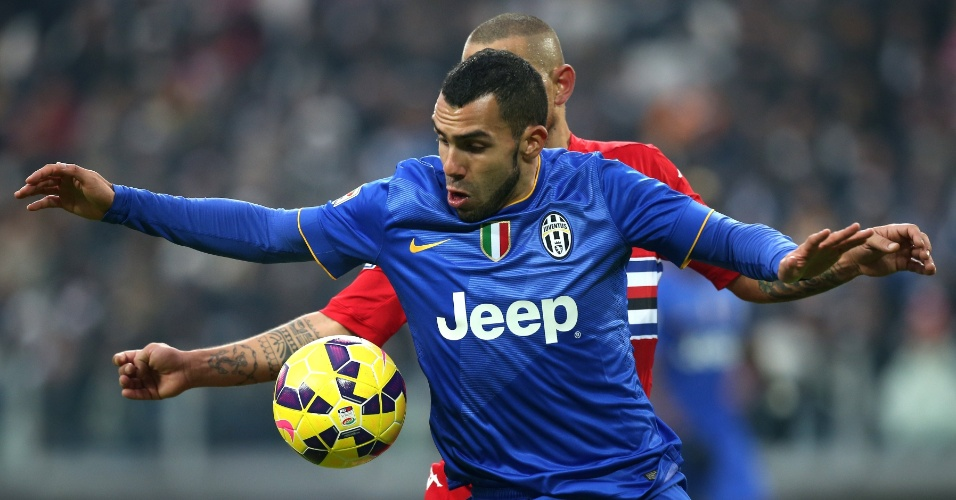 14. dez. 2014 - Carlitos Tevez tenta dominar a bola e fazer a jogada na partida da Juventus contra o Sampdoria, pelo Campeonato Italiano