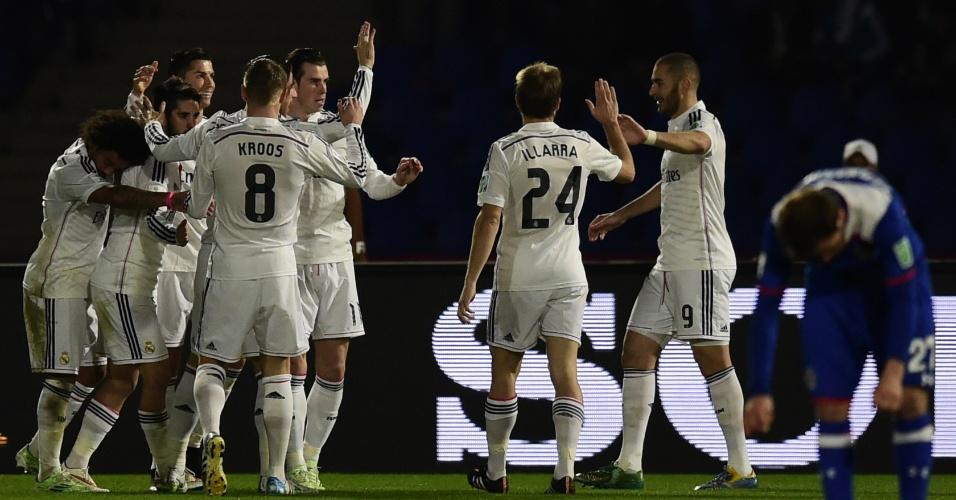 Autor do terceiro gol do Real Madrid contra o Cruz Azul, Gareth Bale comemora com seus companheiros