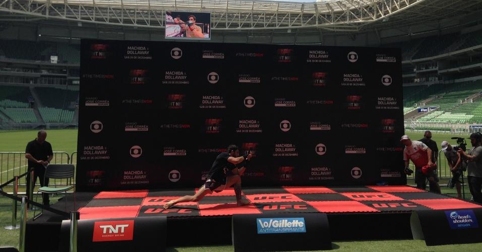 Brasileiro Elias Silvério participa de treino aberto do UFC na Arena Palestra