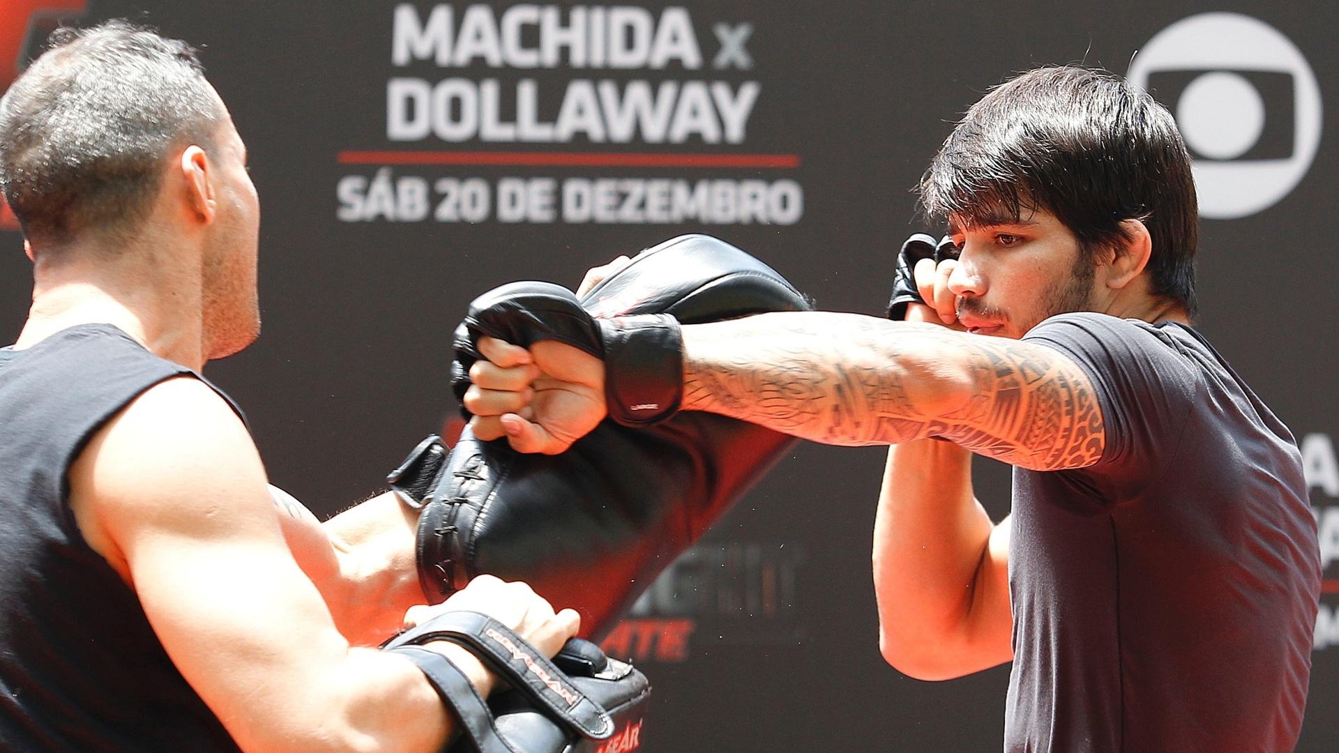 Brasileiro Erik Silva realiza trabalho durante treino aberto do UFC Barueri