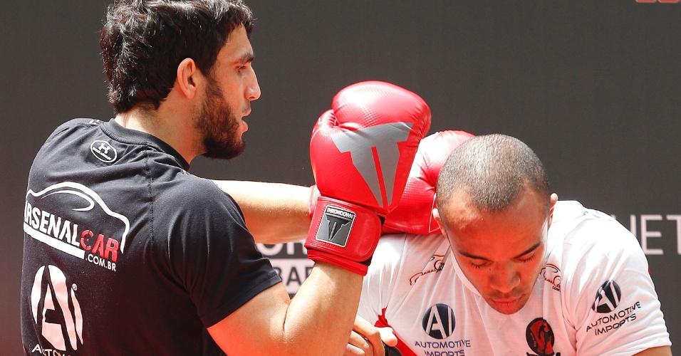 Elias Silvério participa de treino aberto do UFC na Arena Palestra