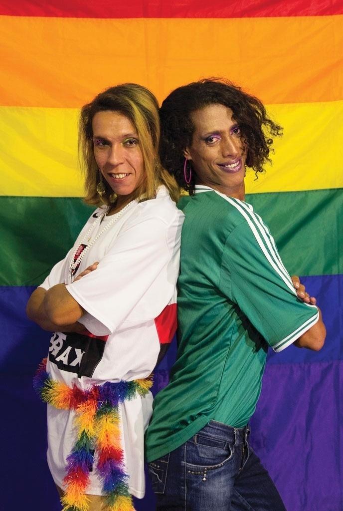 Julia Polly (de verde) torce para o Palmeiras e participou de campnha de combate à homofobia no futebol