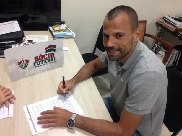 Diego Cavalieri assina contrato com Fluminense até o final de 2018