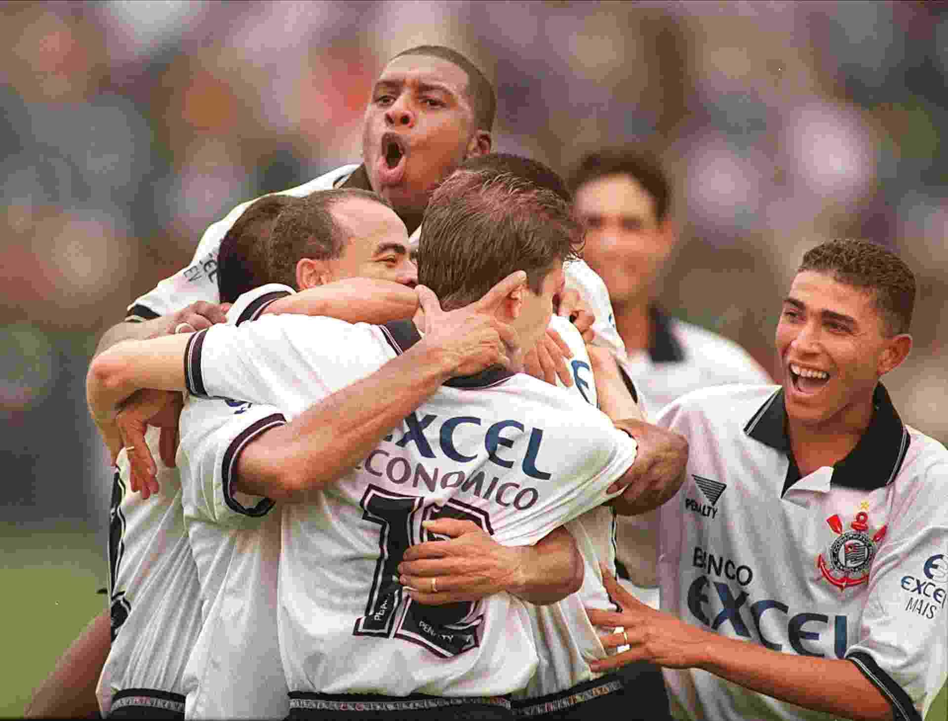 ae4a50484d Fotos  Você se lembra destes patrocínios do futebol brasileiro  - 21 ...