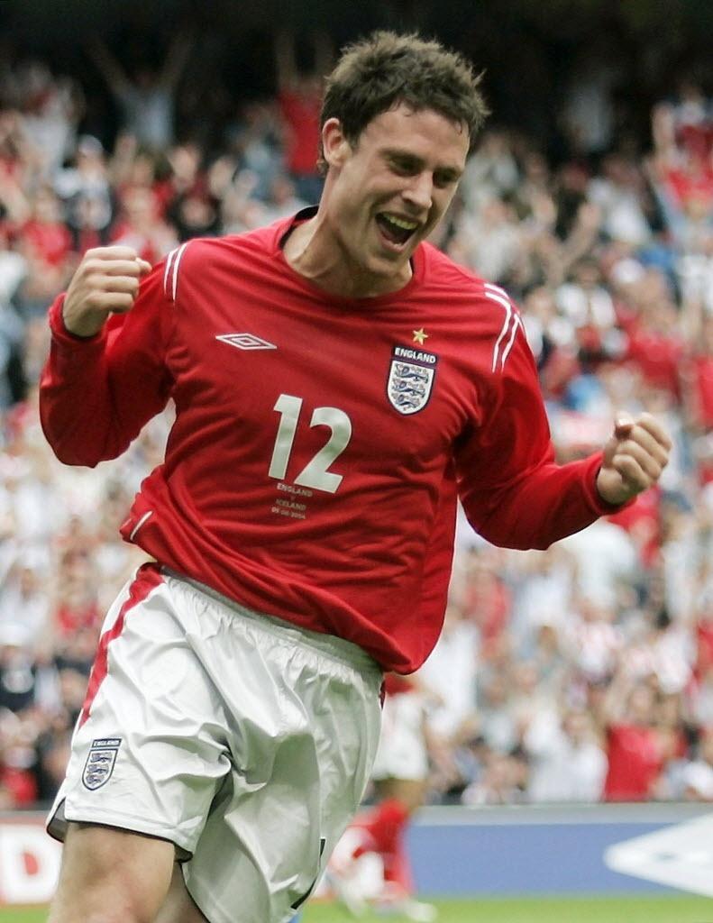 O inglês Wayne Bridge comemora seu gol diante da seleção da Islândia em amistoso disputado em Manchester