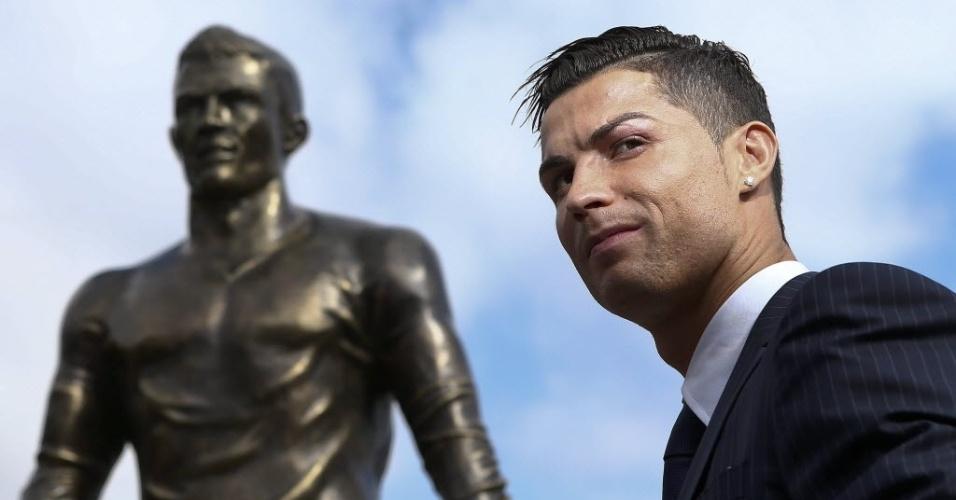 Cristiano Ronaldo participou de evento em Portugal em que ganhou estátua de bronze