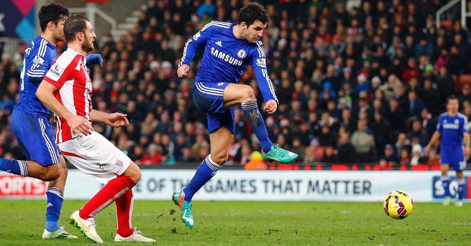 Fábregas finaliza para aumentar a vantagem do Chelsea contra o Stoke City: 2 a 0