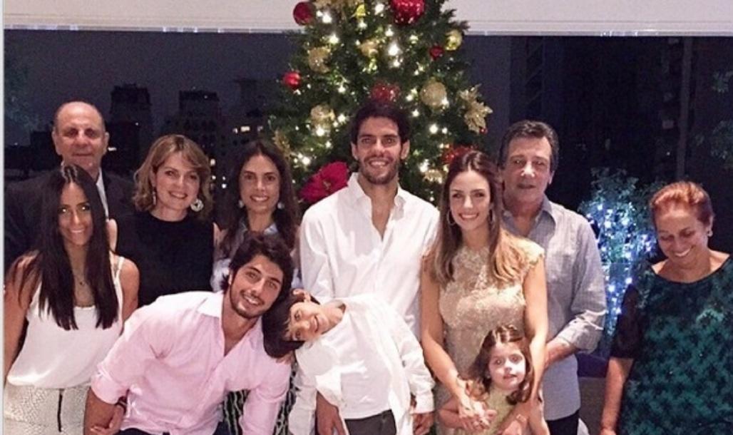 Natal reaproximou Kaká e Carol Celico, atualmente separados. O casal se juntou na festa pelos filhos