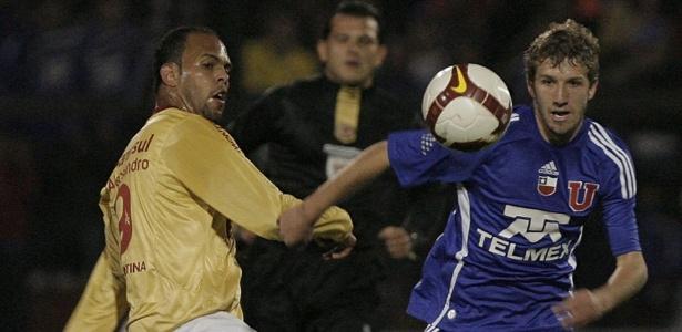 Chileno chega ao Cruzeiro após cerca de sete meses sem entrar em campo