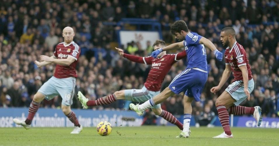 Jogada do golaço de Diego Costa. Ele cortou três rivais com o pé direito e chutou cruzado com a esquerda