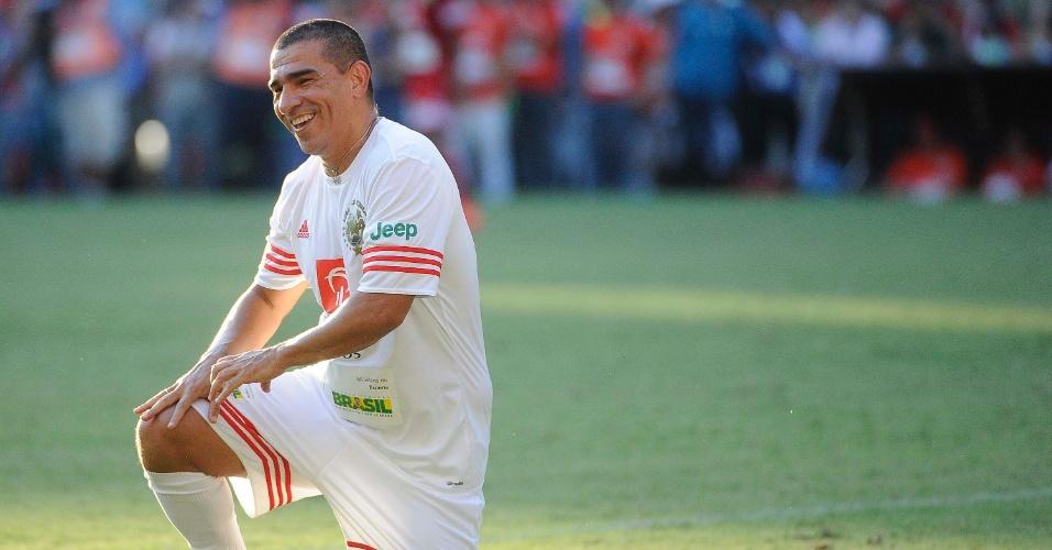 Aristizábal, ex-atacante colombiano, sorri após lance no Jogo das Estrelas 2014
