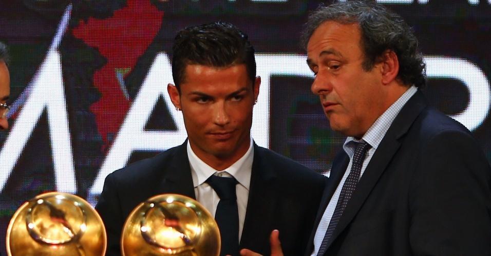 29. dez. 2014 - Cristiano Ronaldo recebe prêmio em Dubai