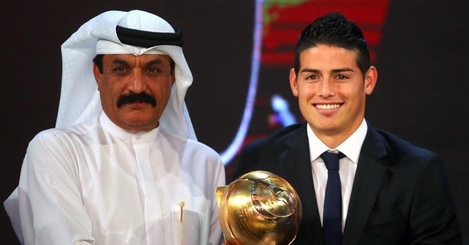 James Rodriguez recebe o prêmio de Revelação do Ano, no Globe Soccer, em Dubai
