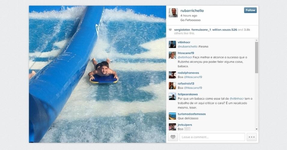 Rubens Barrichello levou os filhos para surfar e registrou no Instagram
