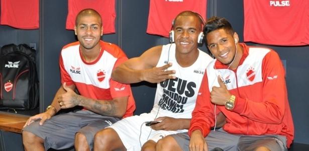 Christian (esquerda) é o novo reforço do Vasco para a temporada de 2015
