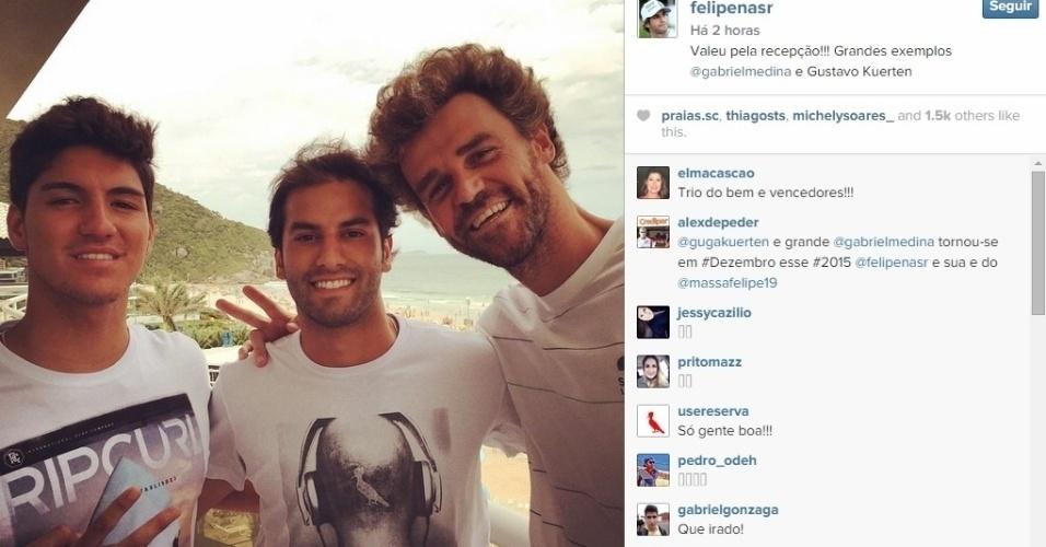 Felipe Nasr posa ao lado de Gabriel Medina e Guga