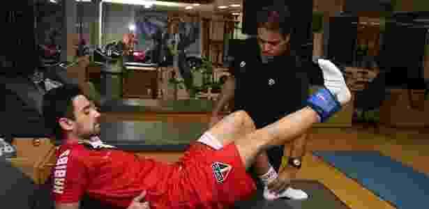 Daniel, ex-meia-atacante do São Paulo, em sessão de fisioterapia  - Rubens Chiri/saopaulofcnet