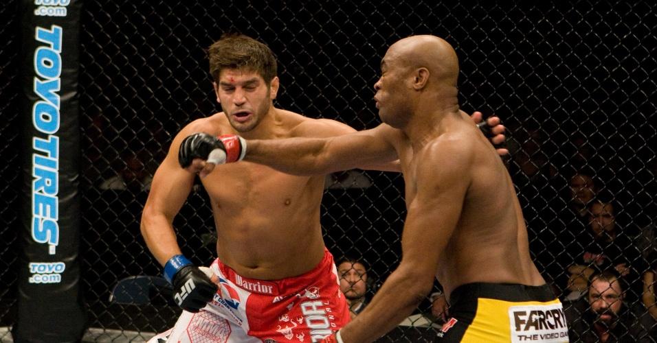 25.out.2008 - Anderson Silva enfrenta Patrick Cote em defesa de cinturão no UFC 82