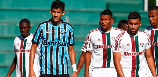 Gabriel Silva (e) zagueiro do Grêmio com direitos vendidos ao Hoffenhein