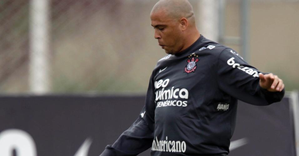 Ronaldo em treino do Corinthians em 2010