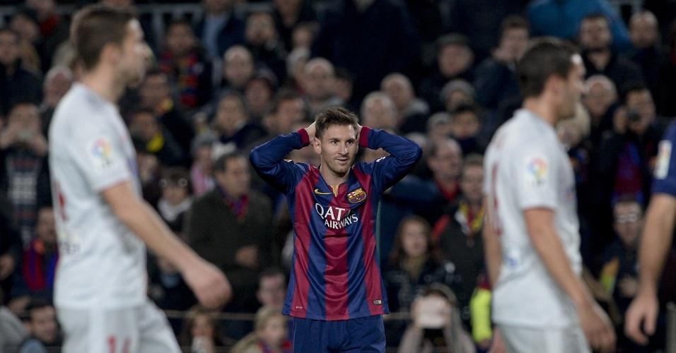 Messi faz cara de quem não acredita após cometer o primeiro pênalti da sua carreira
