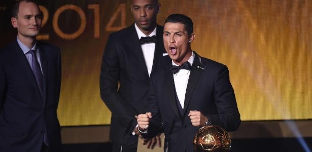 Cristiano Ronaldo durante premiação em janeiro de 2015: português é favorito ao troféu