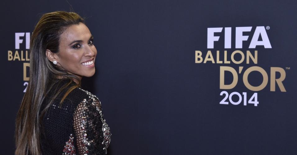 De roupa de gala, Marta chega ao prêmio da Bola de Ouro da Fifa