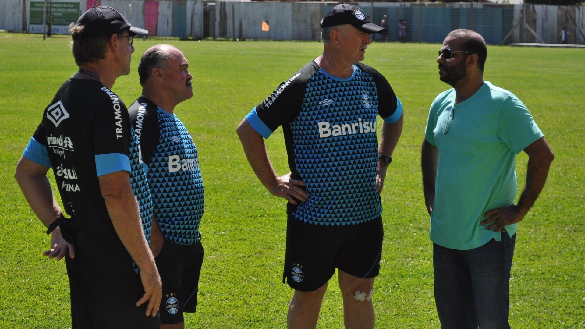 13 jan 2015 - Felipão e comissão técnica do Grêmio recebem visita de árabe