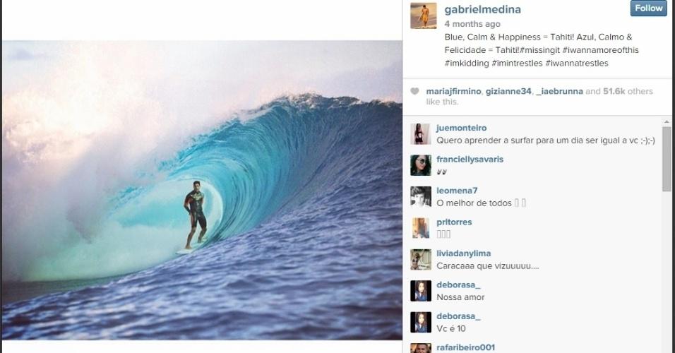 """""""Azul, Calmo & Felicidade = Tahiti!"""", escreveu Medina após pegar tubo em Teahupoo"""