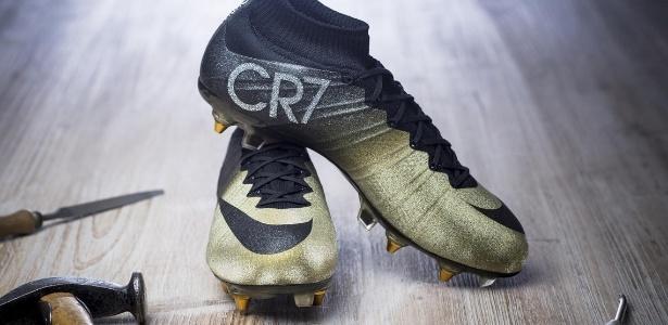 Cristiano Ronaldo terá chuteira com diamantes para comemorar Bola de Ouro -  13 01 2015 - UOL Esporte a9e3739bbfac7