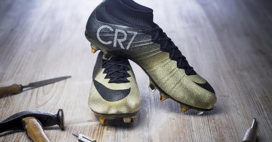 Nike divulga imagem da Mercurial CR7 Rare Gold, chuteira com diamantes para Cristiano Ronaldo