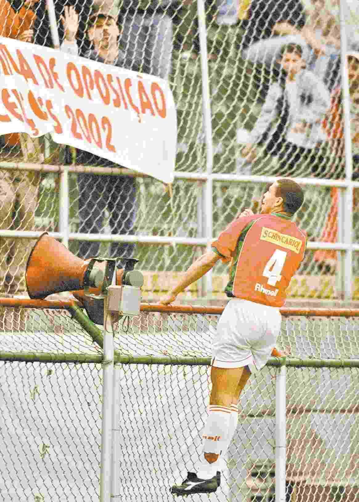 Campeonato Brasileiro, 2001 - Lusa 5 x 4 Vasco: Ricardo Oliveira marcou três gols na partida, que estava 4 a 4 até os acréscimos. Élson marcou o gol da vitória - Daniel Guimarães/Folhapress