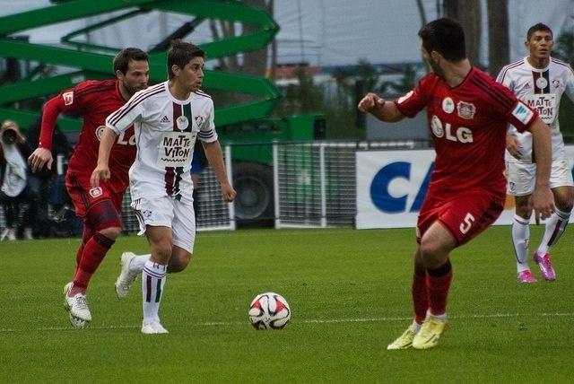 Conca conduz bola durante amistoso do Fluminense contra o Bayer Leverkusen pela Florida Cup