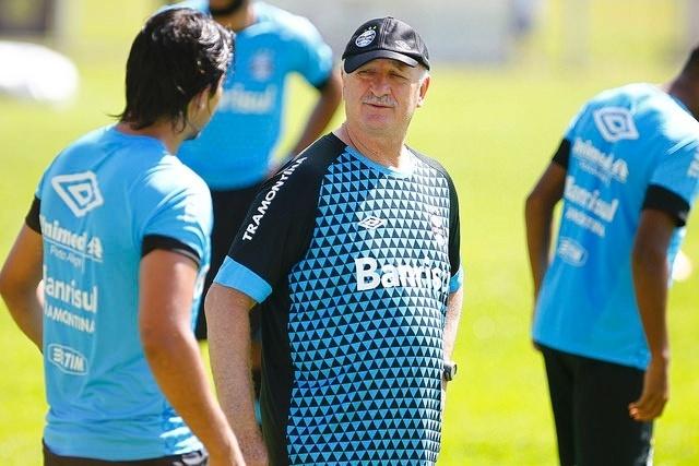 Felipão sorri em treinamento da pré-temporada do Grêmio