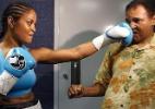 Filha de Muhammad Ali aceita convite para treinar boxe com Cris