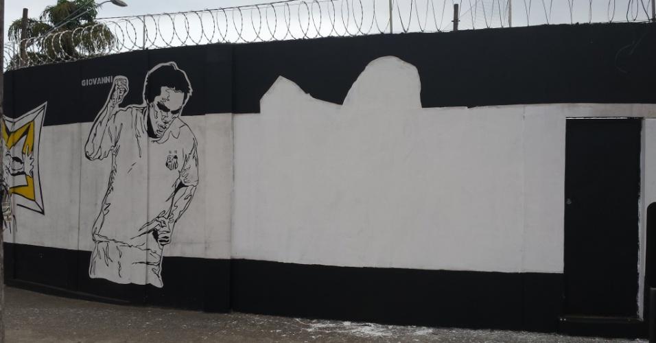 Imagem de Arouca também é apagada nos muros do CT Rei Pelé