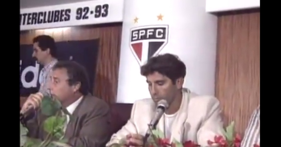 Renato Gaúcho concede entrevista no salão nobre do Morumbi, em 1997, numa tentativa frustrada de negócio com o São Paulo