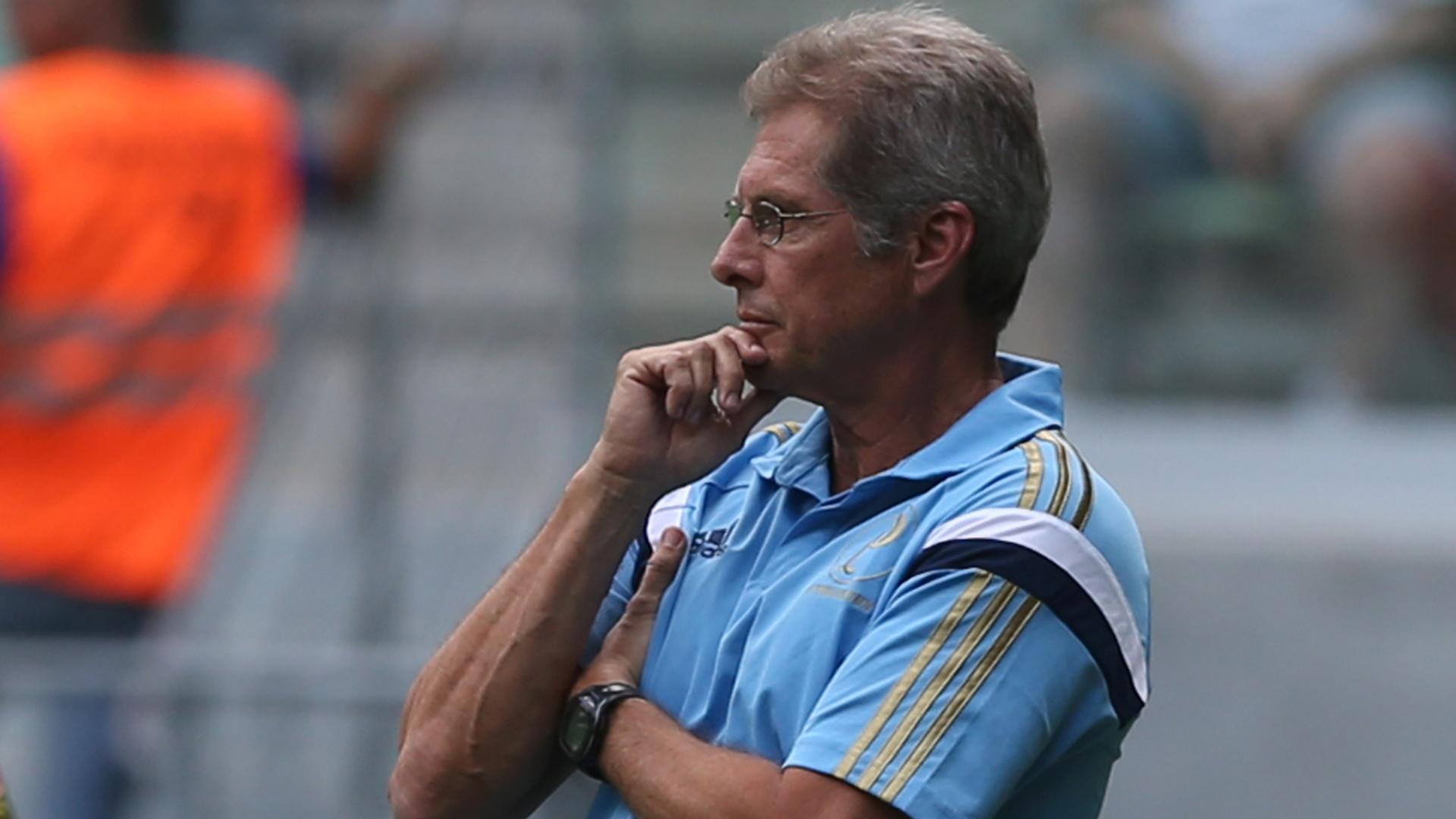 Oswaldo de Oliveira observa atuação do Palmeiras em amistoso