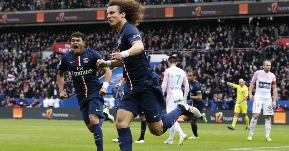 18.jan.2015 - David Luiz comemora após marcar gol de empate do Paris Saint-Germain, que enfrenta o Evian neste domingo (18), pelo Campeonato Francês