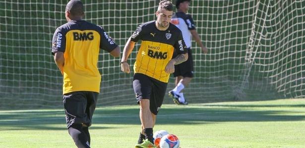 Lucas Pratto voltou a ser centroavante nos treinos do Atlético-MG