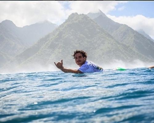 Ricardo Santos é surfista profissional
