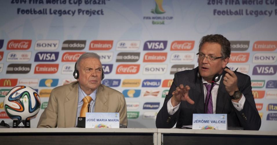 Jerome Valcke, secretário-geral da Fifa, fala sobre Fundo de Legado da Copa ao lado de José Maria Marin, presidente da CBF